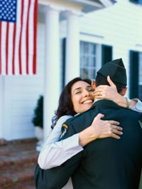 Soldier-hugging-Mom2